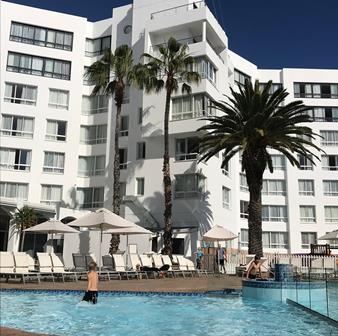 Gesinswegbreek-President-hotel-kaapstad-swembad