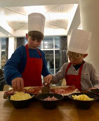 Gesinswegbreek-President-hotel-kaapstad-pizza